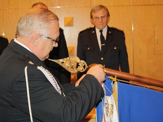 Orlovští dobrovolní hasiči oslavili 120. výročí založení sboru v Orlové-Městě. Někteří dostali od zástupců města pamětní medaile.