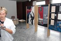 Výstava K 231 Aby se to už neopakovalo je k vidění ve foyeru karvinské Obchodně podnikatelské fakulty do 11. července.