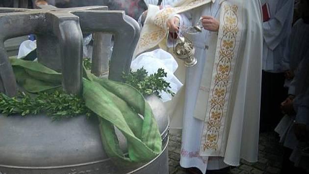 V Orlové byly slavnostně vysvěceny a vyvěšeny nové zvony.