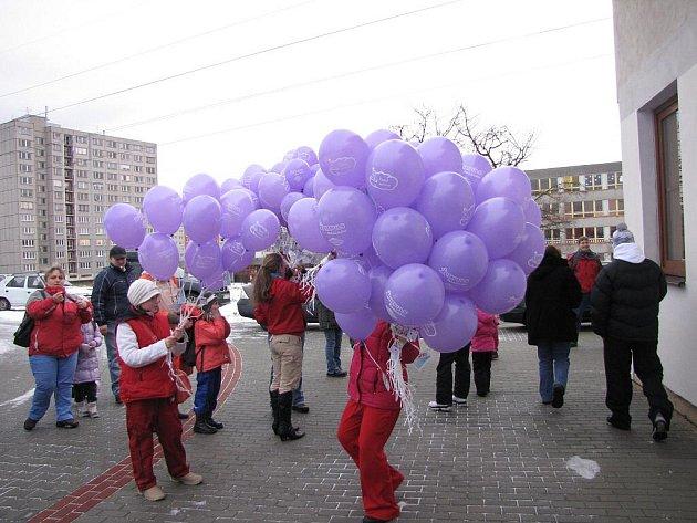 Balonky s přáníčky pouštěly děti k Ježíškovi i v Havířově