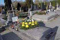 Hřbitovy budou otevřeny déle