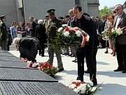 Lidé se sešli u památníku na místě zajateckého tábora Stalag VIII B v Českém Těšíně-Kontešinci.