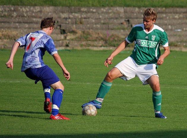 Karvinští mladší dorostenci kategorie U 17 (zelené dresy) si poradili s Hranicemi hladce 8:0.