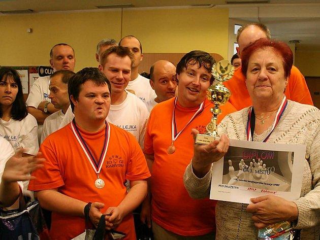 Účastníci bowlingového turnaje
