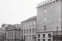 1. osmiletá střední škola v ulici Jana Švermy.