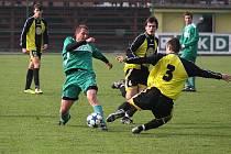 Béčko Karviné (v zeleném) nedokázalo doma v taháku kola porazit Český Těšín a zápas skončil bez branek.