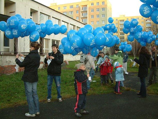 Hromadné vypouštění balonků v Havířově