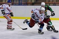 Hokejisté Orlové, s několika hráči loňského karvinského kádru, hrají v nové sezoně výtečně.