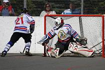 Karvinští hokejbalisté přezimují na desátém místě přesně uprostřed pásma, které odděluje úspěšné týmy od těch neúspěšných.
