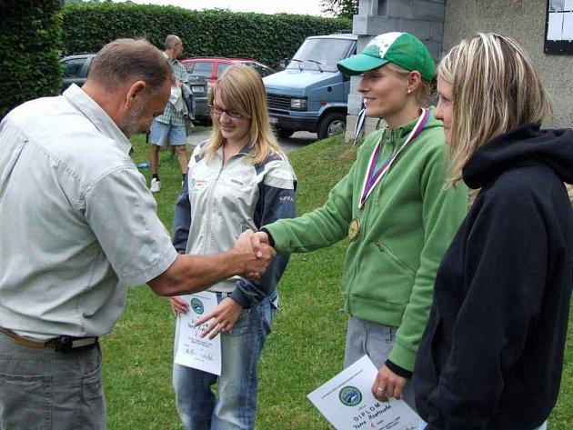 Petra Hostinská (na archivním snímku právě přijímá gratulace) kralovala celému těrlickému maratónu.