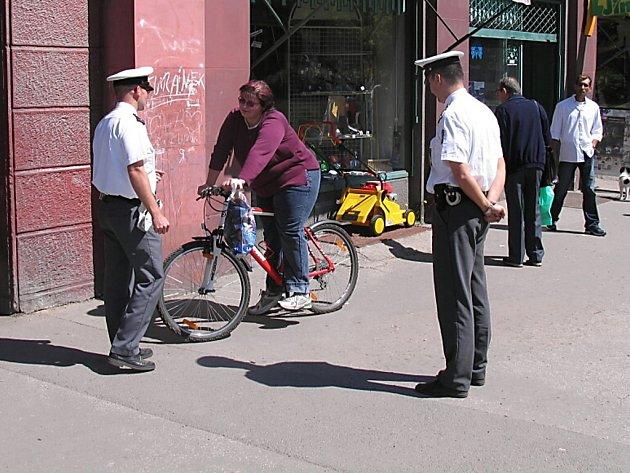Dopravní policisté se zaměřili na cyklisty jezdící po chodnících