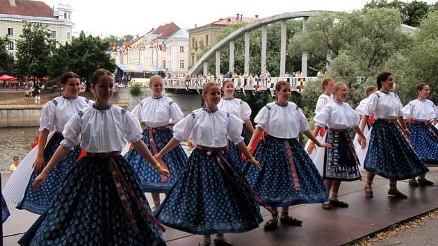 Folklorní soubor Vonička v estonském Tartu.