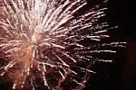 V Havířově vítali lidé Nový rok za záře tradičního ohňostroje.