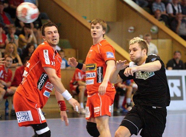 Tomáš Pavlíček (vpravo) odehrál výborné utkání. Stejně jako ostatní bojoval na doraz.
