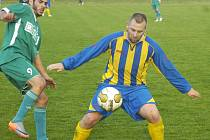 Stonavští fotbalisté (u míče Frait) možná započali novou vítěznou sérii.