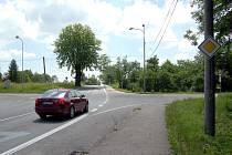 Nebezpečnou se stala po změně dopravního značení a záměny hlavní a vedlejší silnice křižovatka ulic 17. listopadu a P. Cingra v Orlové na Kopaninách.