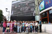 V Českém Těšíně byl slavnostní inaugurací zahájen 1. Mezinárodní týden čtení dětem. Zahájení se zúčastnili jak místní školáci z české i polské strany, tak známe osobnosti jako např. Bolek Polívka, Michal Viewegh nebo Jaromír Nohavica