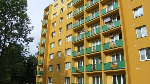 Šestnáctiměsíční dítě vypadlo z okna v pátém patře domu v Havířově.