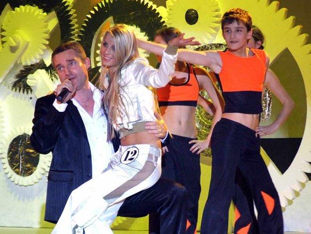 Vítězce Miss Reneta 2007 Lucii Peštové (uprostřed) vyšel finálový večer na jedničku.