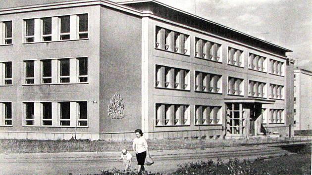 Střední průmyslová škola hutnická v první polovině šedesátých let 20. století.