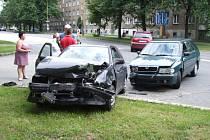 Dopravní nehoda na Národní si vyžádala lehké zranění a pomačkané plechy