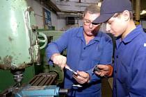 Firmy kvůli nedostatku kvalifikované síly podporují učňovské školství.