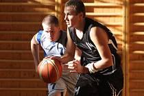 Karvinská basketbalová juniorka (na snímku Martin Neškera) půjde do skupiny o udržení.
