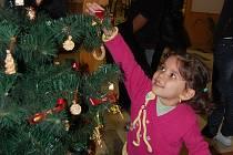 Melánii Rusnákové se na Mikulášském večírku v Orlové velmi líbil vánoční stromeček.