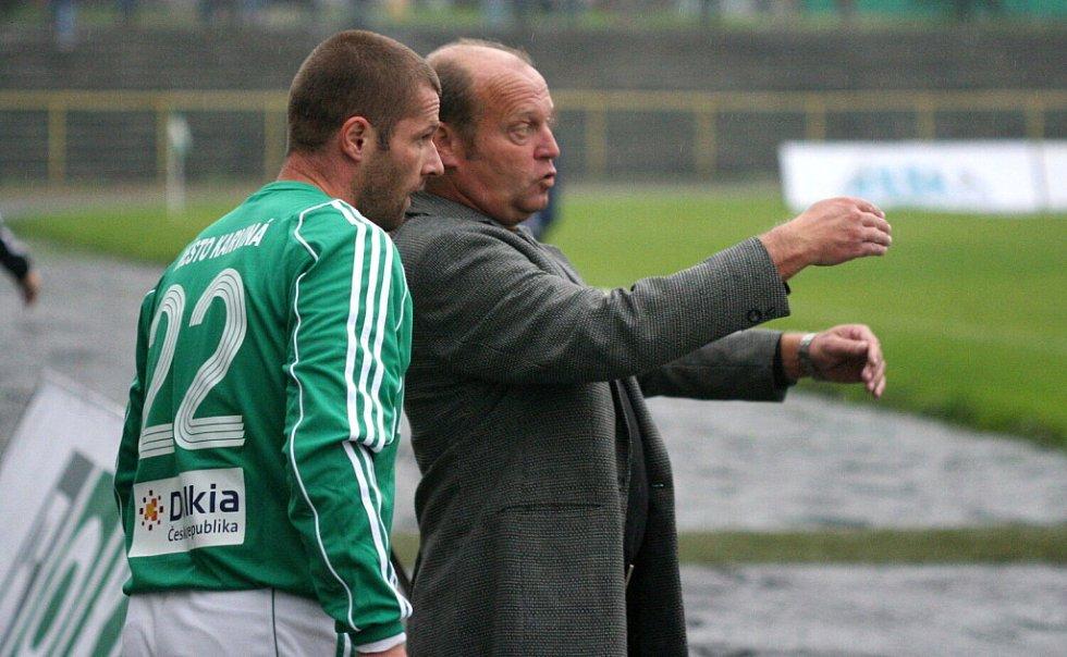David Sourada naslouchá pokynům trenéra Leoše Kalvody.