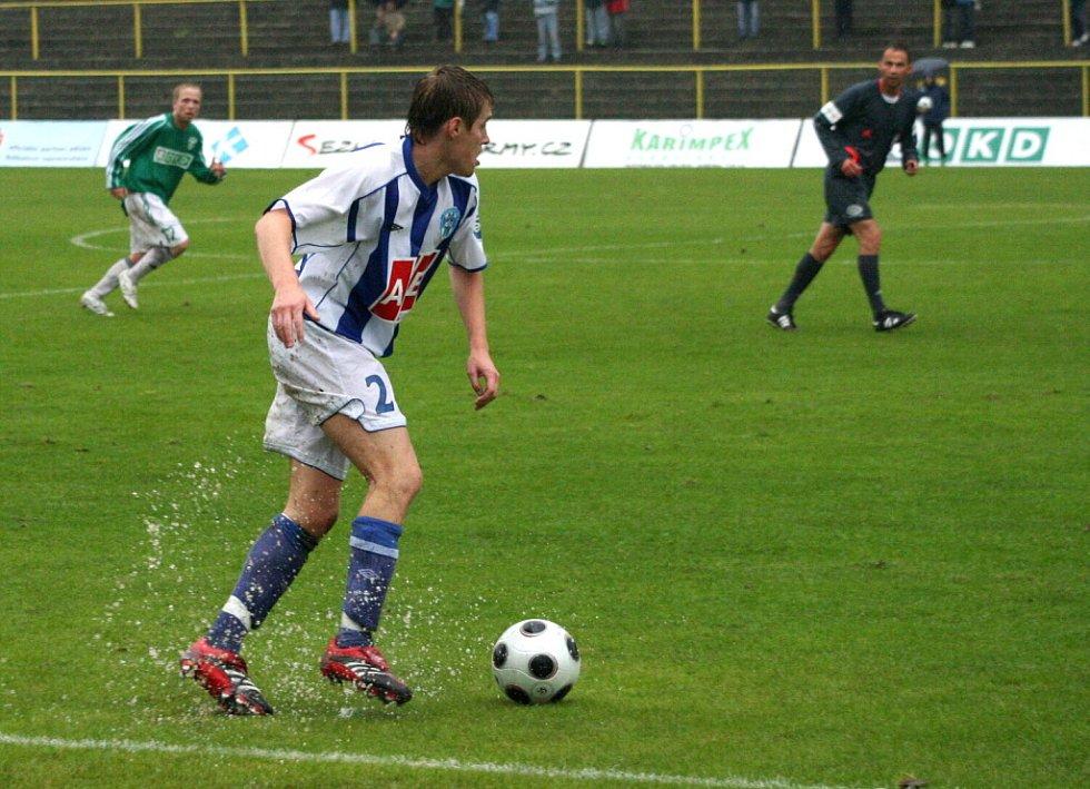 Zápas se hrál na těžkém, vodou podmáčeném terénu.