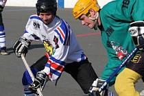 Hokejbalisté Karviné válčí ve finále první ligy s Třincem. Stav je před víkendem 2:2 na zápasy.