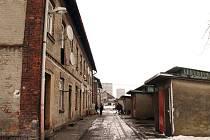 Část domů v tzv. Cingrově kolonii nechá město zbourat, zbytek bytů zrenovuje.