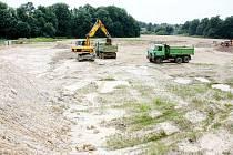 Stavba nového rybníku v Petrovicích