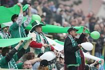 Fanoušci Karviné (v zeleném) i Opavy mohutně podporovali svá mužstva.