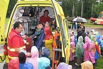Strážníci, hasiči, policisté a záchranáři pozvali u příležitosti Dne dětí školáky k prohlídce svý areálů a techniky. Připraveny měli i ukázky a propagační předměty s bezpečnostní tématikou.