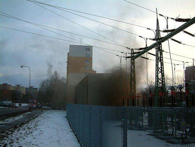 Požár elektrorozvodny přerušil dodávku elektrické energie v Havířově a okolí.