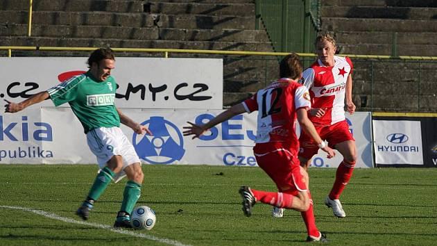 Marcel Pavlík napřahuje a za chvíli rozhodne svou jedinou trefou zápas se Slavií.
