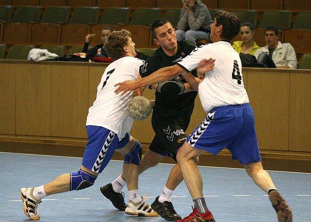 Házenkáři Havířova (uprostřed Nikos Floksa) nenavázali na výhru z Trnávky.