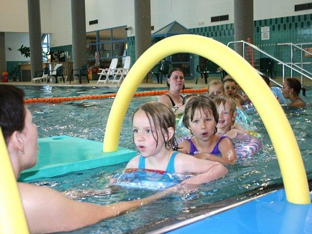 Město Bohumín podporuje plavání předškoláků.