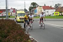 Senátoři zdolali cestu z Třince do Prahy na kolech