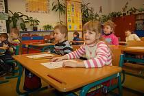 Předškoláci si vyzkoušeli, jaké je to ve školní lavici