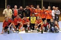 Futsalisté Frisca se radují z dalšího prvenství v Karvinské lize. Jsou nejlepší.