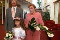 Manželé Anna a Zdeněk Lopatářovi z Karviné oslavili v sobotu 19. září 2009 padesát let společného života, zlatou svatbu