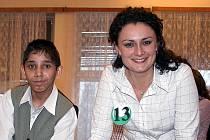 Učitelka Lucie Andělová s jedním ze svých žáků