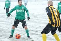 Karvinští fotbalisté (v zeleném) přehráli dnes Katowice 3:2. V pondělí odjíždějí na soustředění do Nymburka.