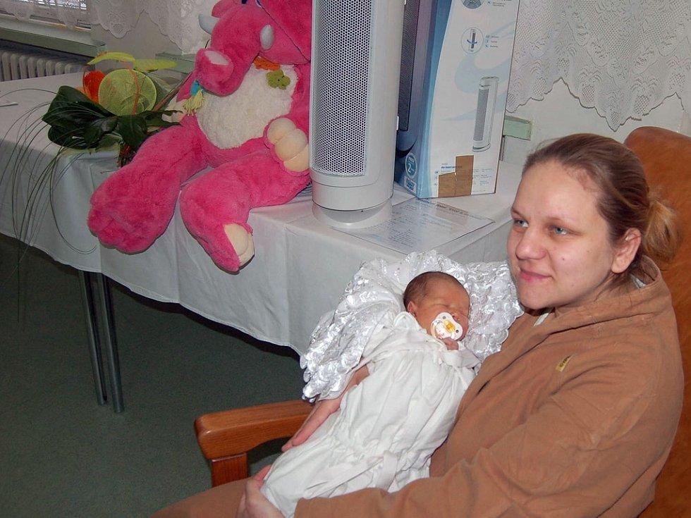 Šťastná maminky Alena Balogová se svou Nelou – prvním karvinským dítětem roku 2008.
