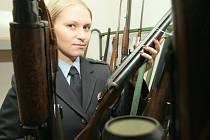 Karvinští kriminalisté zabavili velké množství střelných zbraní a trhavin.