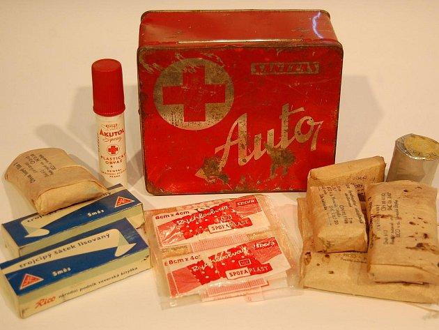 Nejstarší lékárnička pocházející z roku 1967, skončí v rukou sběratelů dobových věcí. Foto: Archiv Občanského sdružení Maryška