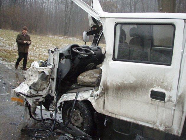 nehoda autobusu s dodávkou v Doubravě.