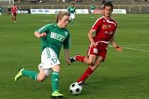 Fotbalisté MFK OKD Karviná (zelené dresy) zametli doma s dalším soupeřem. Porazili Duklu 3:1 a zažívají famózní jaro.